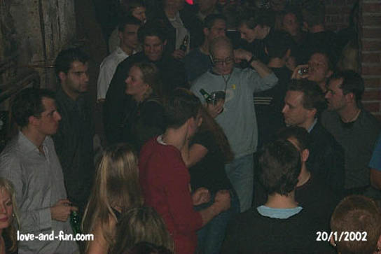 button-mix auf dem dancefloor im factoryclub